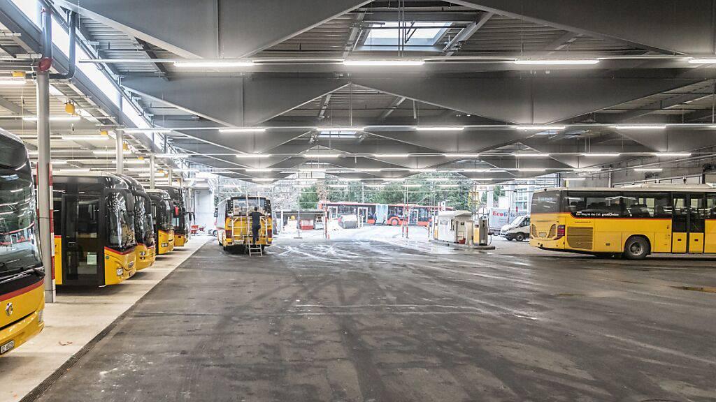 Churer Postauto-Einstellhalle nach Grossfeuer wieder in Betrieb