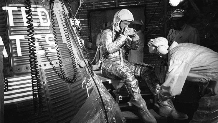 John Glenn bei den Vorbereitungen für seinen Flug um die Erde. (Bild vom 20. Februar 1962)
