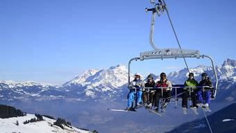 Skigebiete in der ganzen Schweiz verlegen den Start der Wintersaison wegen dem Wintereinbruch vor und öffnen ihre Betriebe schon dieses Wochenende. (Symbolbild)