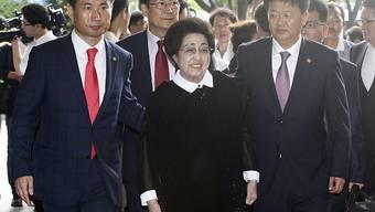 Lee Hee Ho, Witwe des früheren südkoreanischen Präsidenten Kim Dae Jung auf dem Weg zum Flughafen: Die 93-Jährige reist für vier Tage nach Nordkorea.