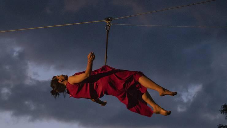 Anja Gysins Dance Company «betweenlines» sorgt mit «Einklang» für einen spektakulären Sommerevent beim Schloss Waldegg.