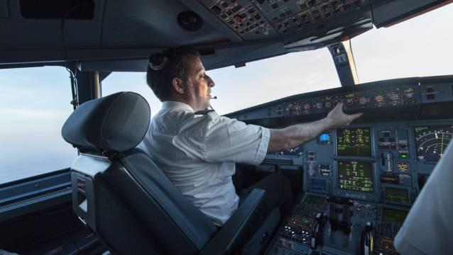 Um auch den steigenden Bedarf im Cockpit zu decken, sollen in den Jahren 2019 bis 2021 insgesamt 230 neue Pilotinnen und Piloten ihren Dienst bei der Swiss antreten. (Archiv)