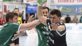 Siege für Wacker Thun (in grün) und Pfadi Winterthur - im Bild während eines Direktduells in den Playoff-Halbfinals im letzten Frühling