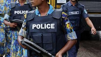 Polizisten gegen Streikende im Einsatz