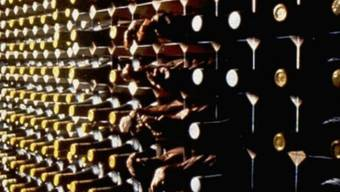 Liebhaber: Französischer Rentner wollte mehrere Kisten antiken Wein schmuggeln. (Symbolbild)