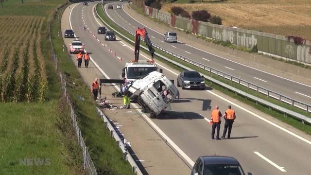 Lastwagenunfall fordert Leichtverletzten