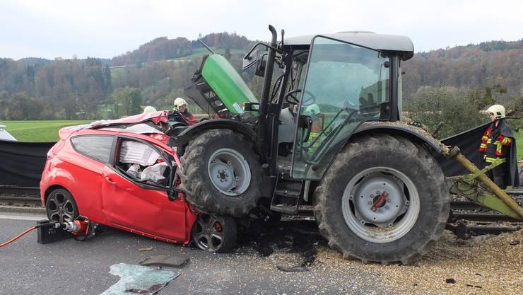 Der Lenker des Ford Fiesta, ein 38-jähriger Schweizer, war sofort tot.