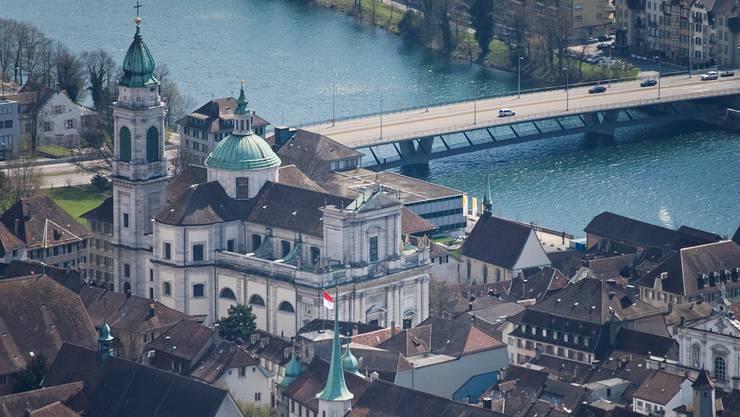 Die Solothurner Altstadt mit dem Prunkstück St.-Ursen-Kathedrale ist nach wie vor ein begehrtes Wohngebiet. (Archivbild)