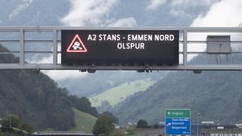 Eine Dreckspur, die sich über hundert Kilometer vom Tessin bis in den Kanton Luzern erstreckte, hat am Mittwoch die Autobahn A2 schmierig gemacht und Unfälle verursacht.