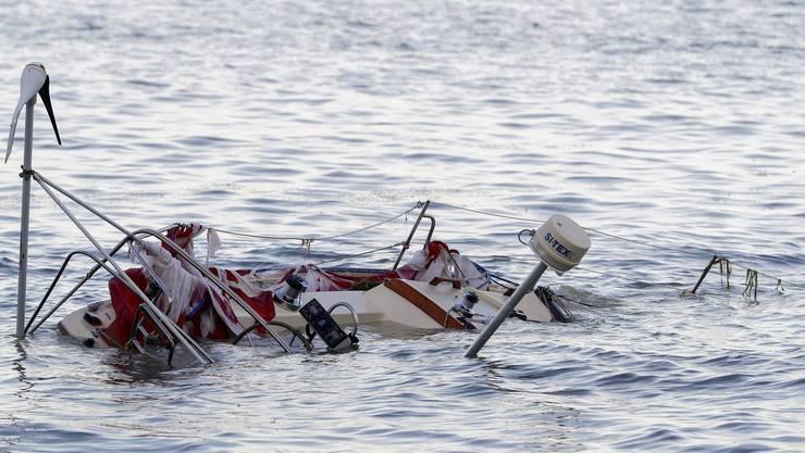 Etliche Boote wurden vom Hochwasser mitgenommen und schliesslich an neuen orten liegen gelassen.
