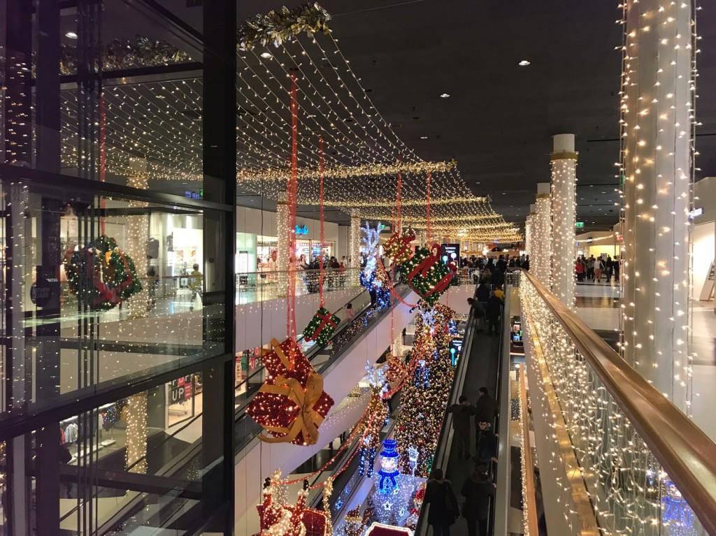Neue Beleuchtung in Shopping Arena (© FM1Today/Dominik Hollenstein)