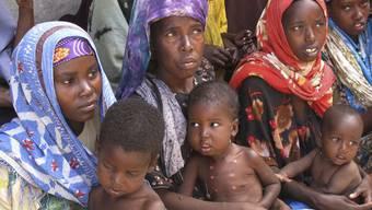 Hunger leidenende Bevölkerung aus Somalia