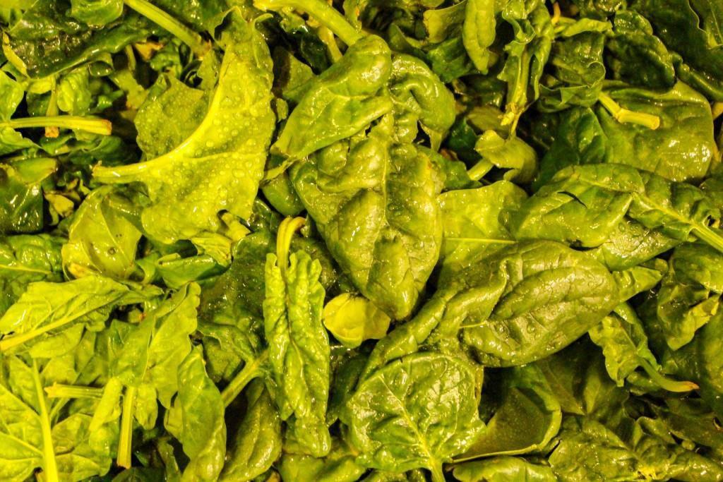 Knackiger Salat im Gemüseladen. (© Raphael Rohner)