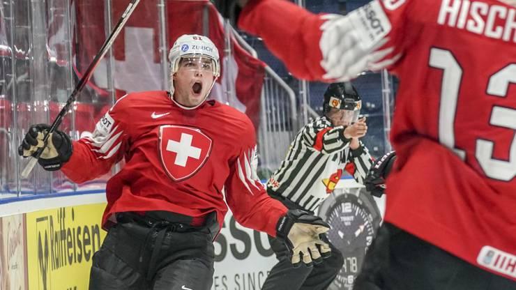Kevin Fiala schiesst die Schweiz 33 Sekunden vor Ende des ersten Drittels mit 1:0 in Führung.