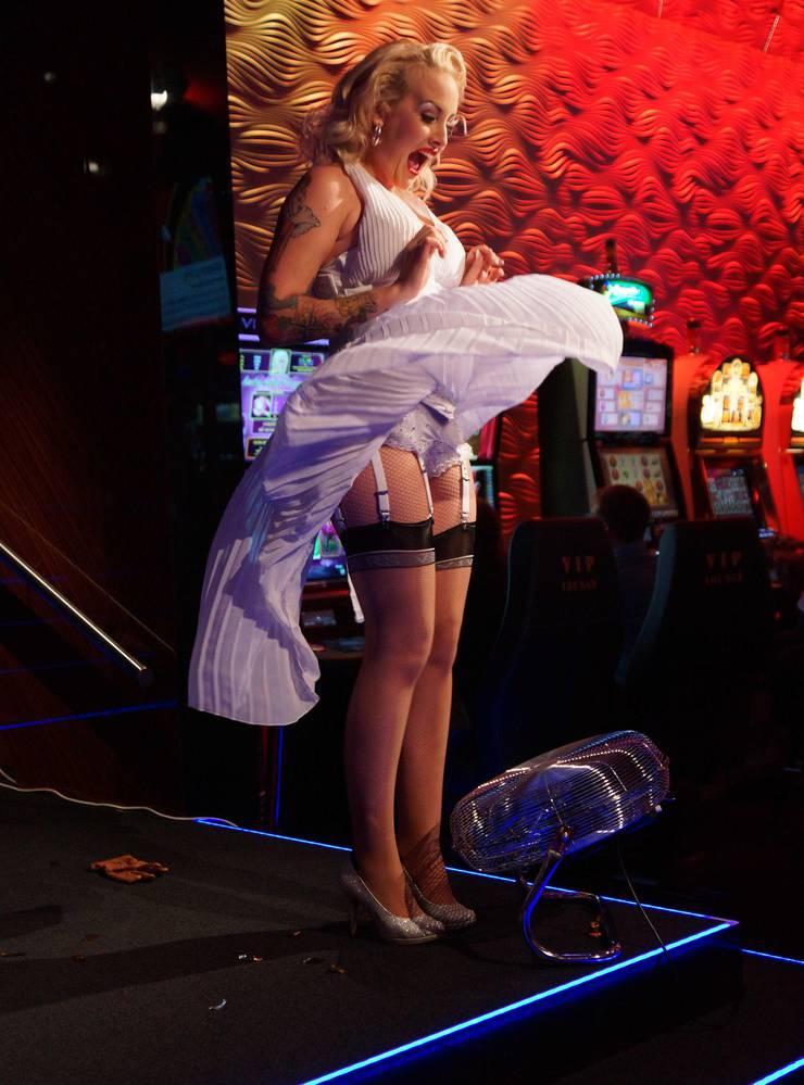 Zoe Scarlett als Marilyn Monroe an einem Event des Casino Basel im Jahr 2016.