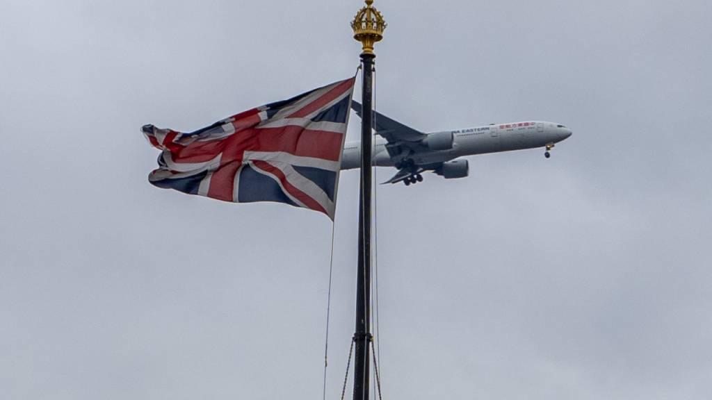 ARCHIV - Alle Reisenden, die mit dem Flug, Zug oder Schiff in Großbritannien eintreffen, müssen ab kommender Woche einen negativen Corona-Test vorweisen. Foto: Richie Hancox/RMV via ZUMA Press/dpa