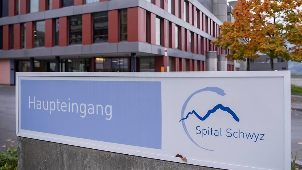 Im Kanton Schwyz ist besonders der Bezirk Schwyz vom Anstieg der Corona-Fälle betroffen. (Archivbild)