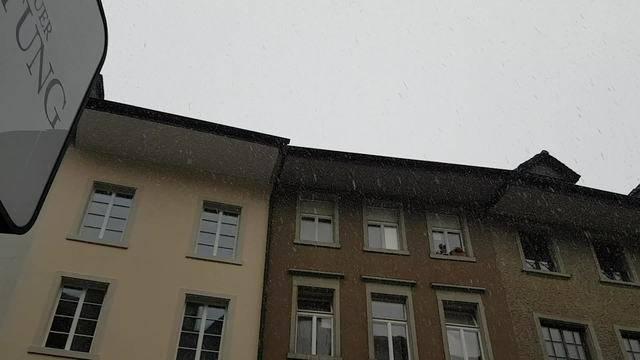 7. November 2016: Der erste Schnee fällt in der Brugger Altstadt.