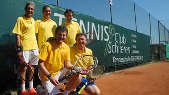 Die Herrenmannschaft 55+ des Tennisclubs Schlieren nimmt in diesem Jahr das Abenteuer Nationalliga A in Angriff.