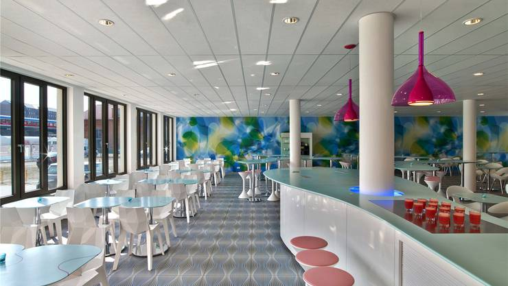Ein Blick in die Lobby des Prizeotel in Hamburg (Übernachtung ab 59 Euro) – nun will die Billigkette in Bern ihr erstes Schweizer Hotel eröffnen. Eric Laignel/Prizeotel