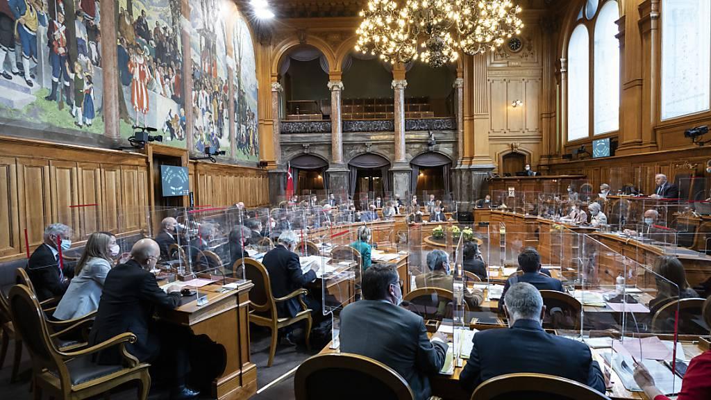 Ständerat diskutiert über Härtefälle und Corona-Politik des Bundes