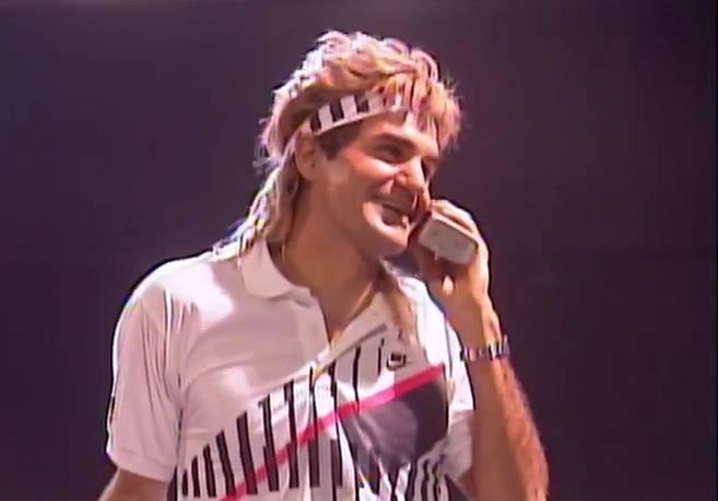 Seltene Bilder von Federer (© Youtube)
