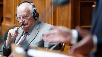 Ein Comeback-Kid der ungewöhnlichen Sorte: der ehemalige CVP-Nationalrat Jacques Neirynck in der grossen Kammer in Bern.