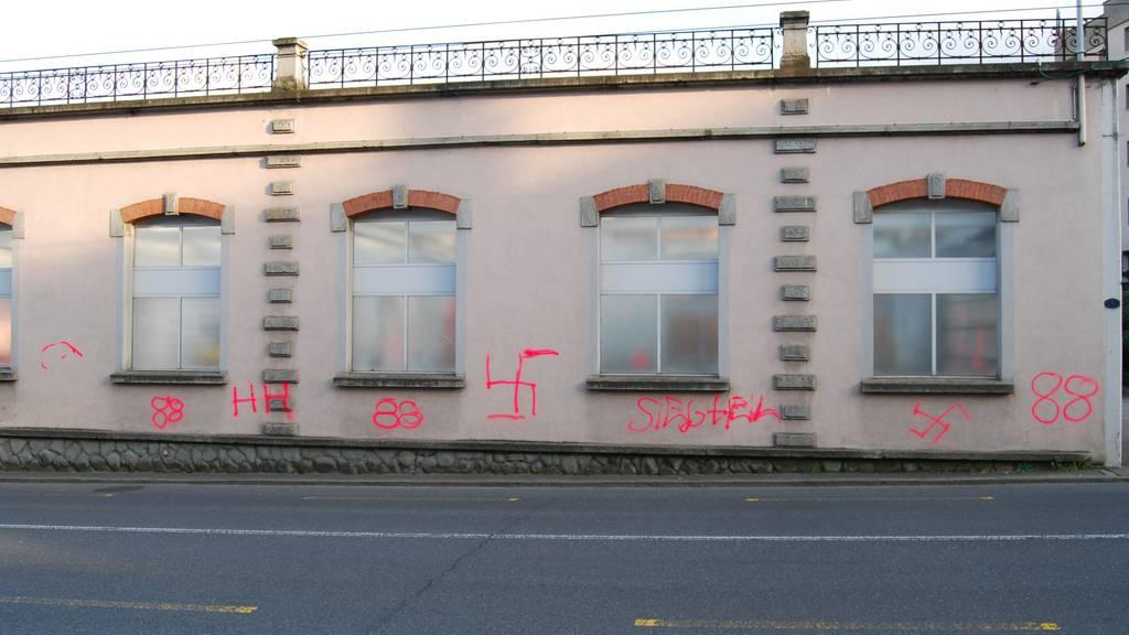 In Kriens wurden Nazi-Parolen auf Fassaden gesprayt