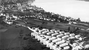 Da ist der Blick auf den Zürichsee noch weitgehend unverbaut: 1932 werden in Wollishofen im «Neubühl» 195 Wohnungen erstellt.
