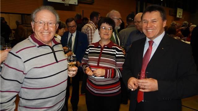 In gutem Kontakt mit der Bevölkerung: Fredy Böni, der Möhliner Gemeindeammann, am Neujahrsapéro in der Mehrzweckhalle Fuchsrain.