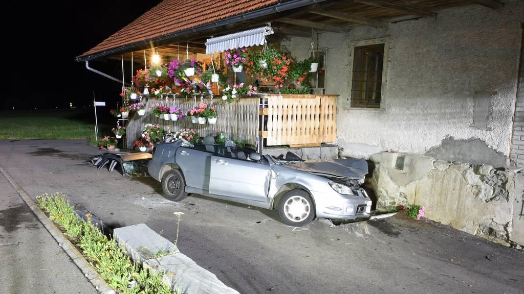 23-Jährige fährt im Entlebuch mit Auto in Veranda