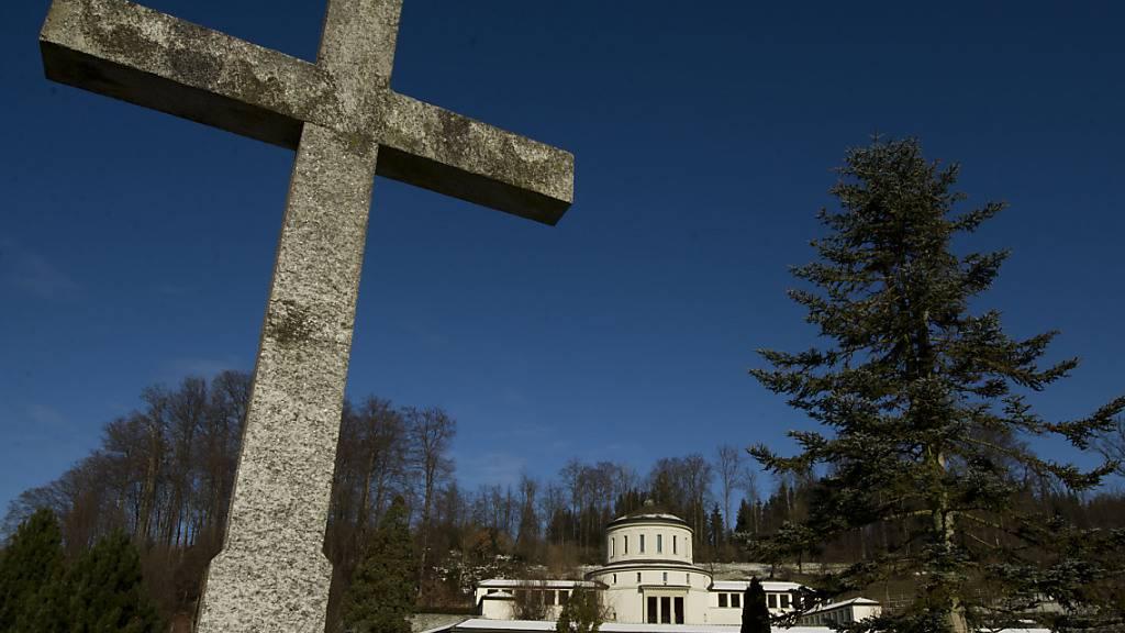 Der Friedhof Friedental in Luzern: In der Zentralschweiz gibt es unter den älteren Menschen seit Wochen eine Übersterblichkeit. (Archivaufnahme)