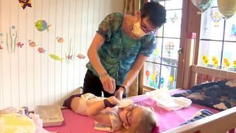 Flurinaund Urs Vogt schildern in der Sendung «TalkTäglich» wie es war, ihre unheilbar kranke Tochter in den Tod zu begleiten.