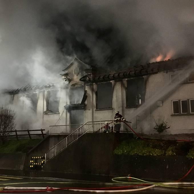 Nach Brand in Holderbank ist von der Turnhalle nur noch eine Ruine übrig