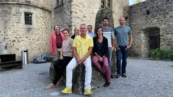 Das OK im Schlosshof: (v.l.) Peter Voellmy, Laura Bendixen, Andrea Barth, Jürgen Sahli, David Fischer, Anne-Käthi Kremer, Andi Fey und Martin Sandmeier.
