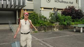 Geht per Ende Juli in Pension: Hauswart Theo Füglistaler. Toni Widmer