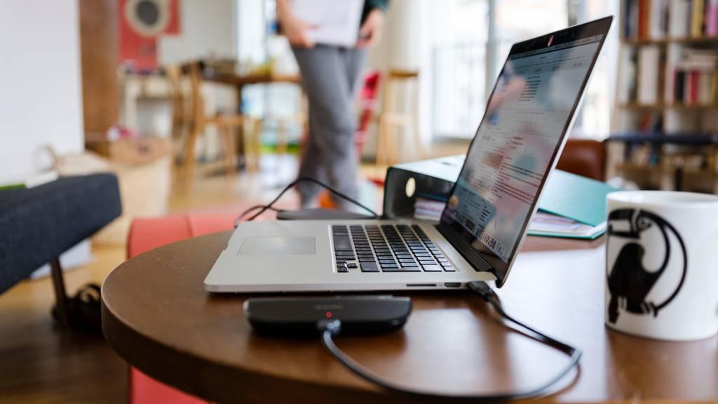 Die Arbeitgeber sehen sich bei Auslagen für Home Office nicht in der Pflicht.