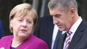 Andrej Babis begrüsst Angela Merkel am Freitag in Prag.
