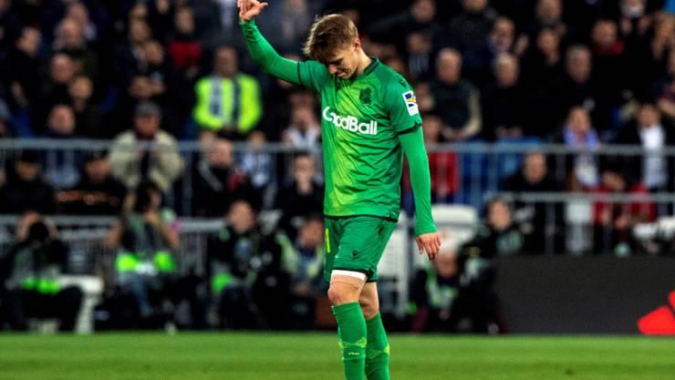 Martin Ödegaard verabschiedet sich nach seinem Treffer demütig von den Fans von Real Madrid