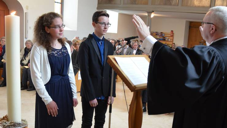 Sonntag, 7. April: Konfirmanden in der reformierten Kirche von Langenbruck. Ein Bild, das immer seltener wird.