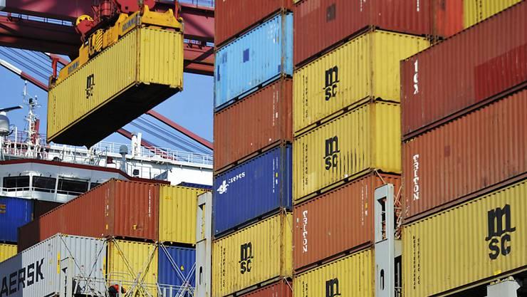 Die deutschen Ausfuhren stiegen das fünfte Jahr in Folge, das Wachstumstempo verlangsamte sich aber deutlich. Ausgeführt wurden Waren im Wert von 1317,9 Milliarden Euro, was einem Plus von 3,0 Prozent gegenüber dem Vorjahr entspricht. (Symbolbild)