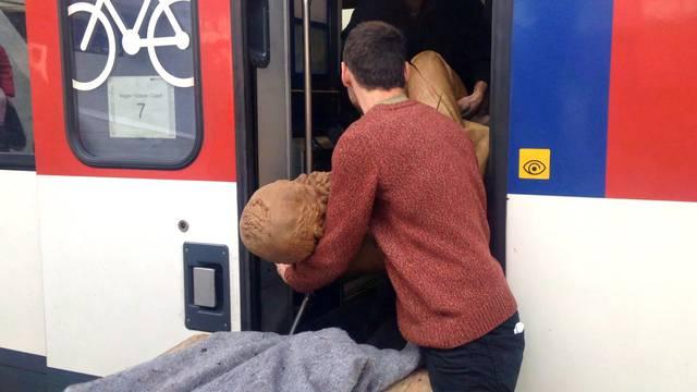 Alfred Escher steigt am Zürcher HB in den Zug nach Lugano