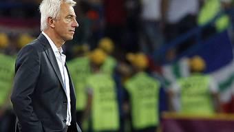 Bert van Marwijk soll den HSV wieder auf Kurs bringen.