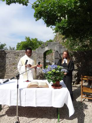 Pfarrerin Yvonne Gütiger und Pfarrer Charles Onuegbu gestalteten den ökumenischen Gottesdienst