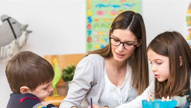 Der Betreuungstarif für Eltern, welche Betreuungsleistungen von Tagesfamilien über diesen in Anspruch nehmen, beträgt 12.10 Franken pro Stunde. (Symbolbild)