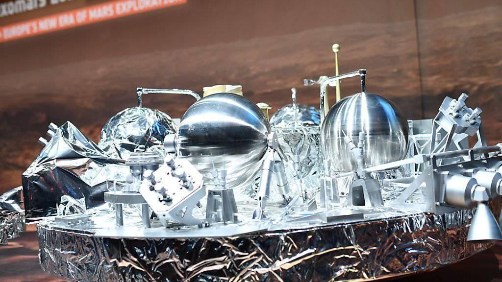 Ein Modell der  Raumsonde Schiaparelli bei der ESA . Die Sonde ist auf dem Mars gelandet, sendet aber keine Signale aus.