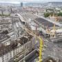 Die Sperrung des Bahnhofplatzes in Zürich wurde am frühen Sonntagmorgen nach dem heftigen Gebäudebrand am Vortag wieder aufgehoben.