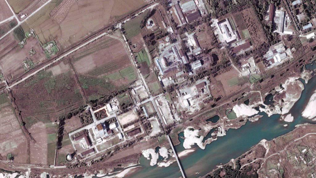 Ein Satellitenbild zeigt die Atomanlage bei Yongbyon - dort soll Nordkorea einen Atomreaktor wieder heraufgefahren haben. (Archiv)