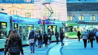 Hier soll zukünftig zur Sicherheit aller Verkehrsteilnehmer eine Tramlinie weniger den Centralbahnplatz kreuzen.