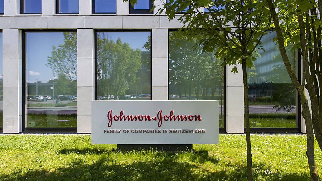 Im ersten Quartal stiegen die Umsätze von Johnson & Johnson nur gering. Im laufenden Jahr sollen die umsatzträchtigen Medikamente von Actelion die Erlöse des US-Konzerns anschieben. (Archiv)